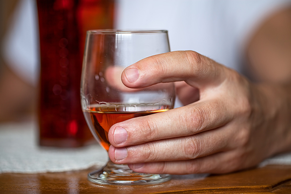 How does alcohol consumption affect the heart?