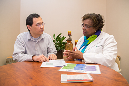 clinical dietitian with patient