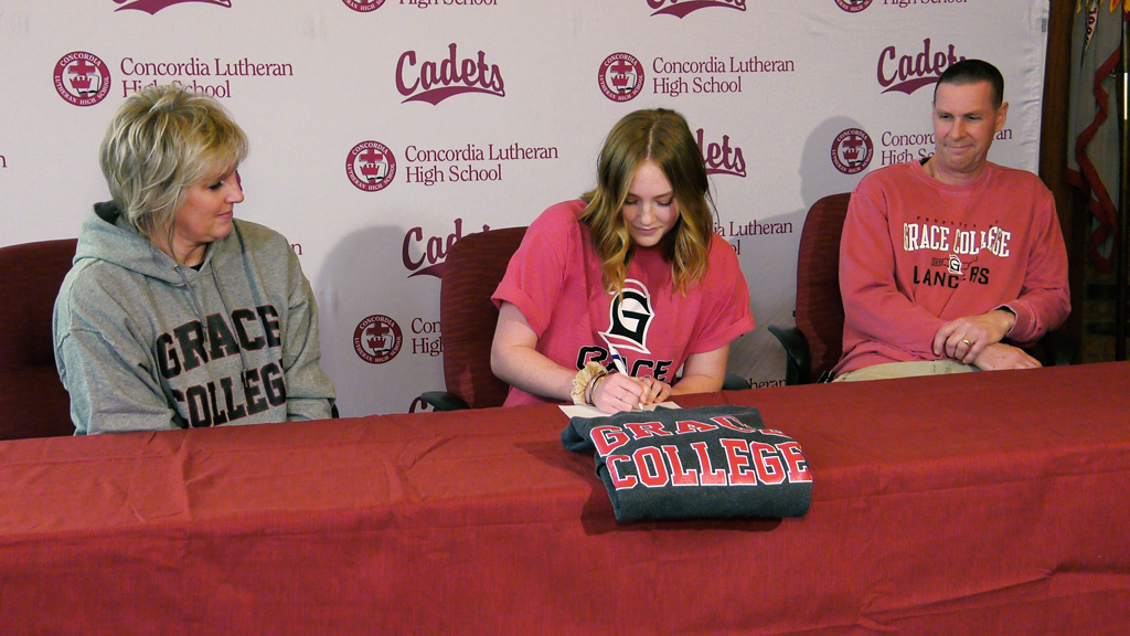 Concordia's Mueller playing volleyball at Grace College